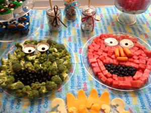 Not Your Normal Steam - Oscar and Elmo Fruit and Veggie Tray